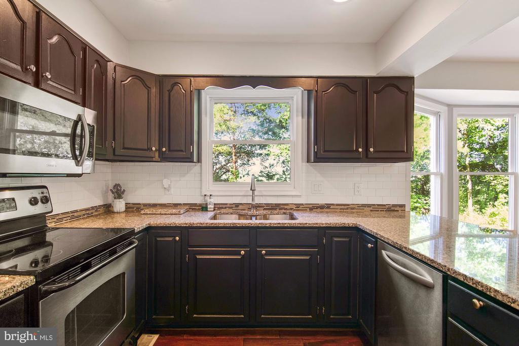 Kitchen overlooks private back yard - 205 SAIL CV, STAFFORD