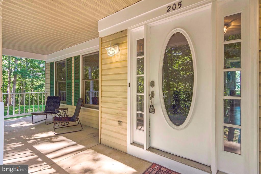 Relax on your private front porch - 205 SAIL CV, STAFFORD