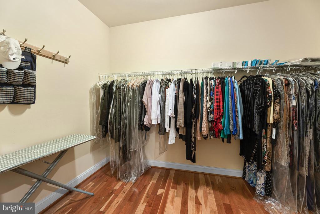 Walk In Closet - 11536 MANORSTONE LN, COLUMBIA