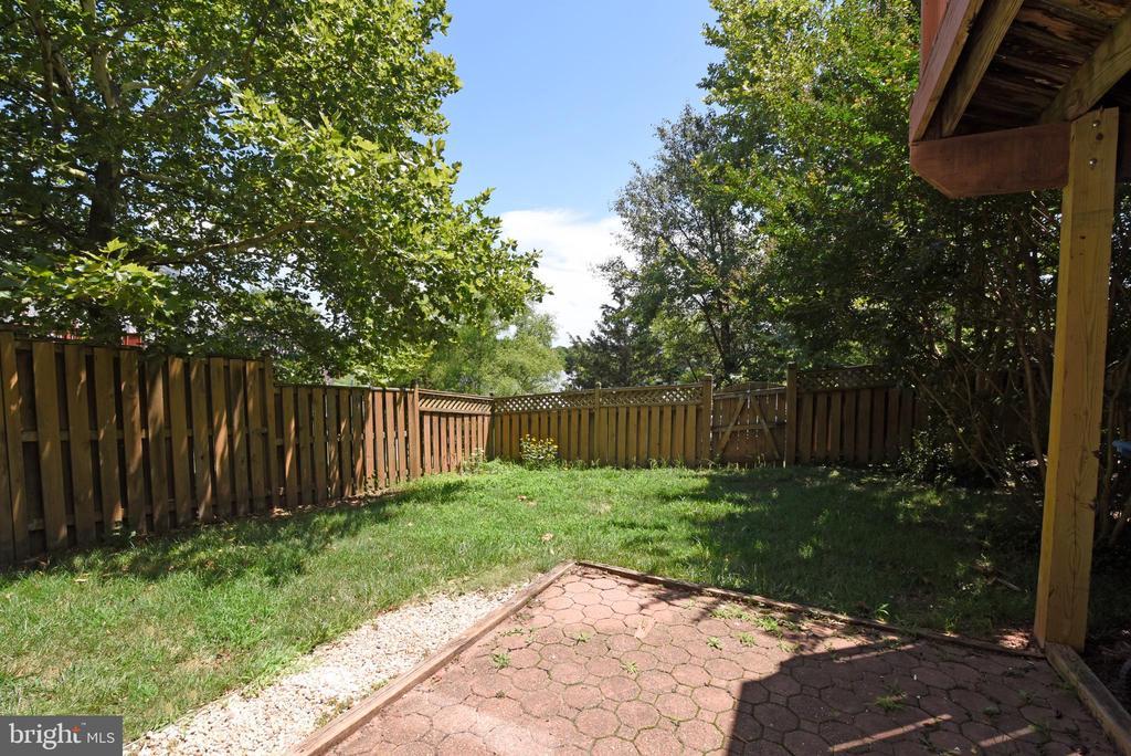Large yard w privacy fence - 44077 TIPPECANOE TER, ASHBURN