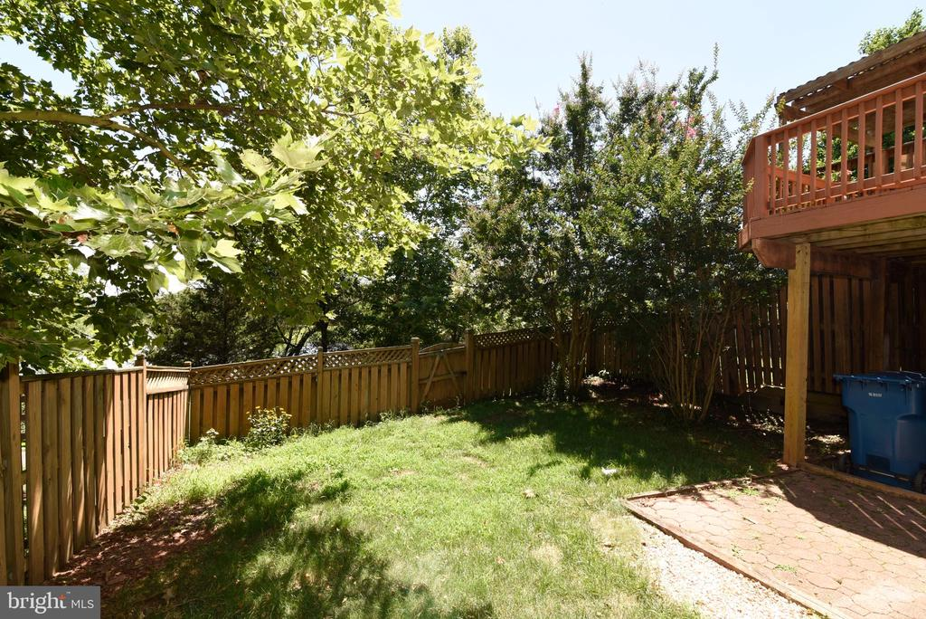 Gate doors to front yard and walking paths - 44077 TIPPECANOE TER, ASHBURN