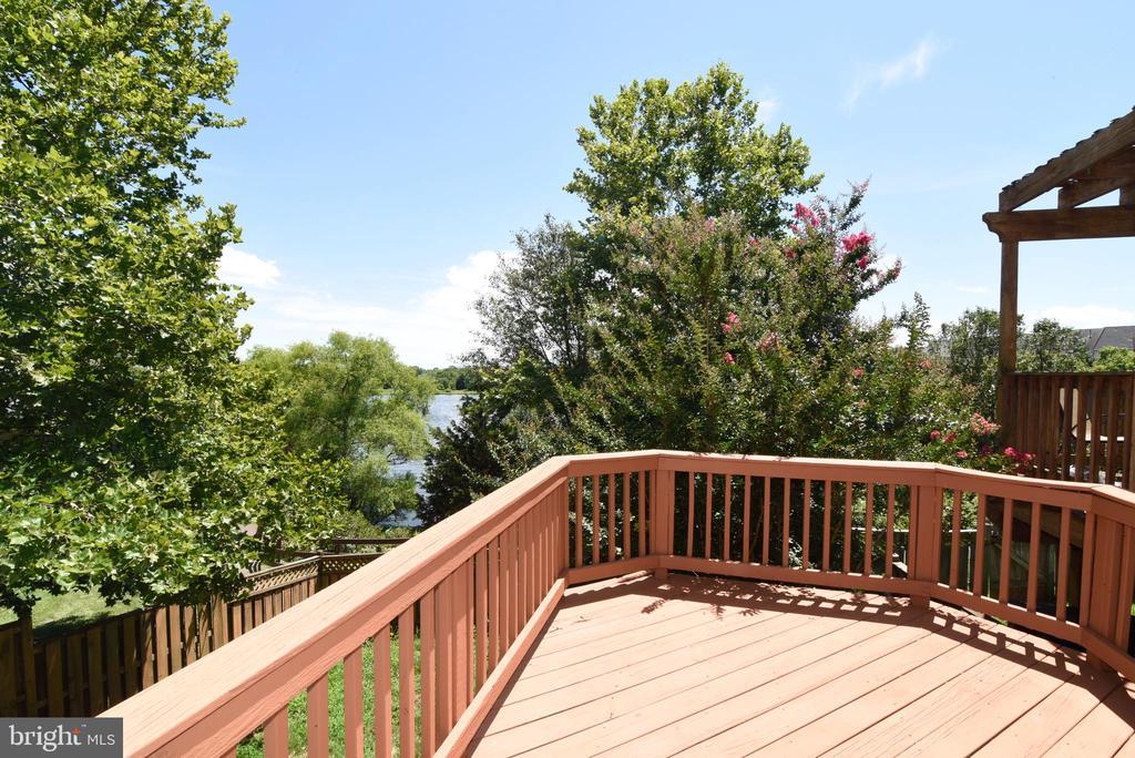 Deck w views of the lake - 44077 TIPPECANOE TER, ASHBURN