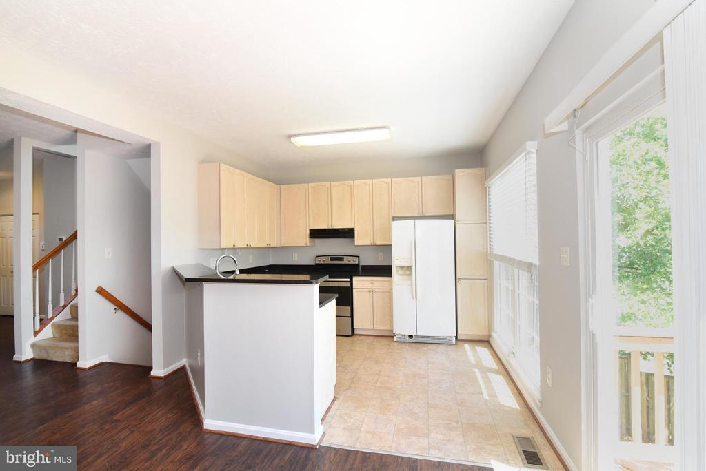 Tile floors in kitchen - 44077 TIPPECANOE TER, ASHBURN