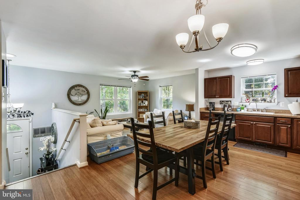 Kitchen and Dining - 35759 HAYMAN LN, ROUND HILL