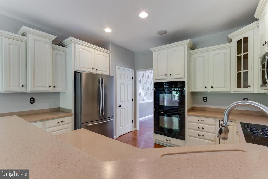Counter seating for watching the home chef! - 12113 SAWHILL BLVD, SPOTSYLVANIA