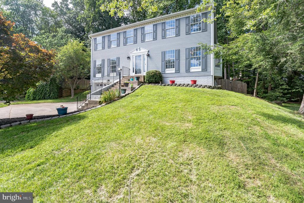 Beautiful home in quiet surrounding - 6 LEE CT, STAFFORD