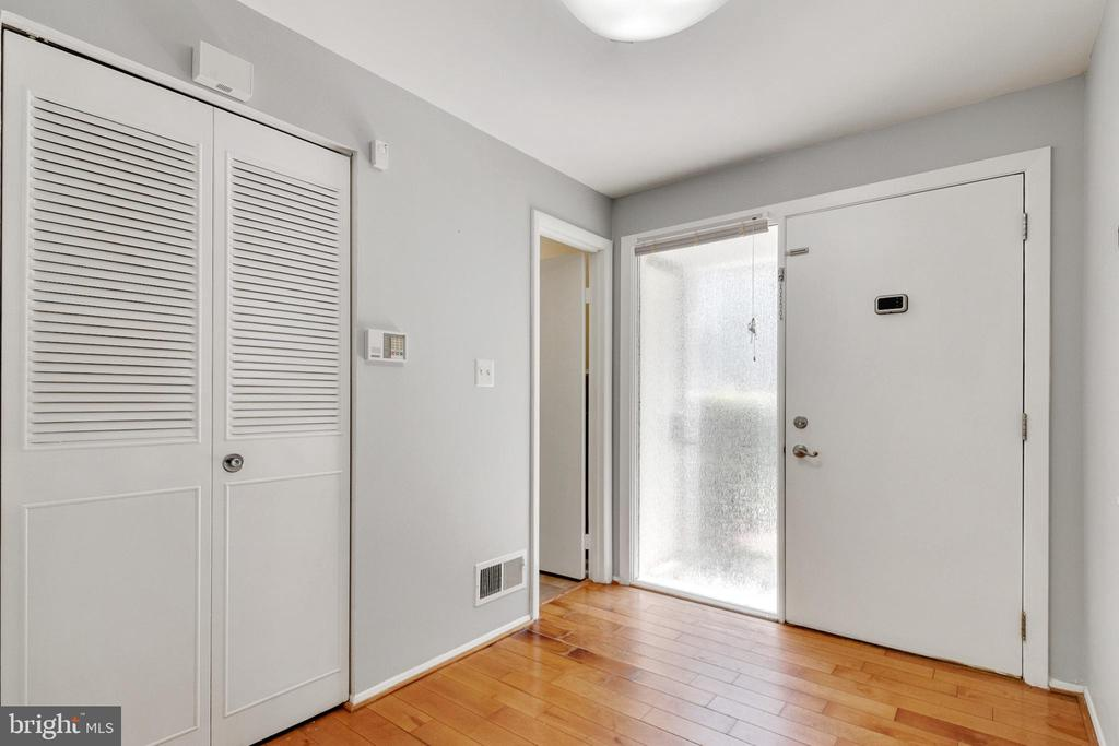 Foyer - 9911 LAKE LANDING RD, GAITHERSBURG