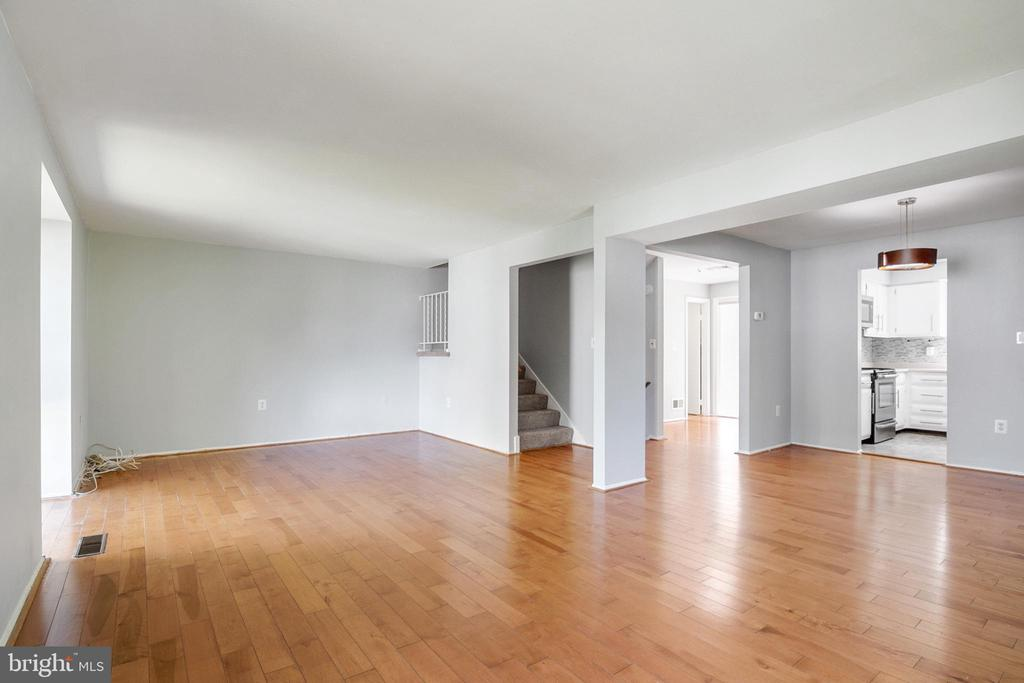 Living Room - 9911 LAKE LANDING RD, GAITHERSBURG
