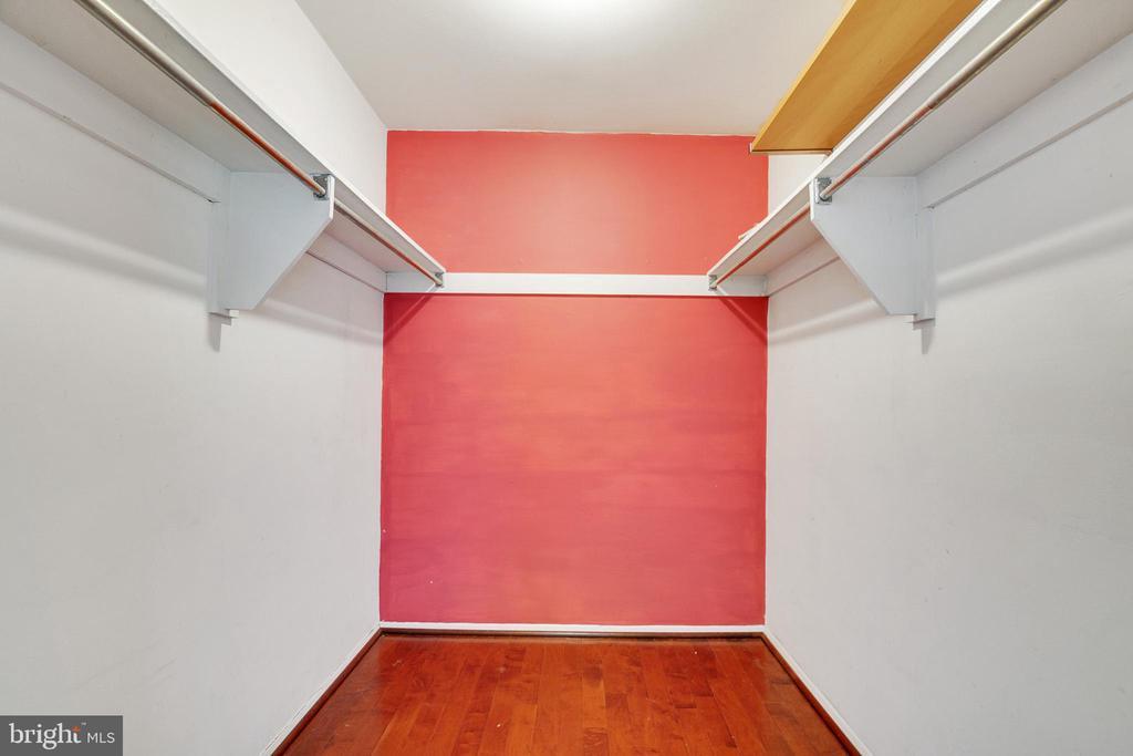 Walk in Closet - 9911 LAKE LANDING RD, GAITHERSBURG