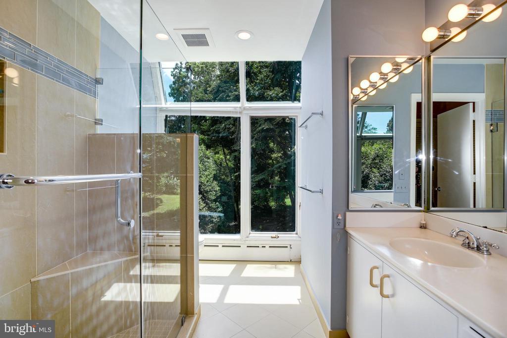 Owner bath - 3518 NEWARK ST NW, WASHINGTON