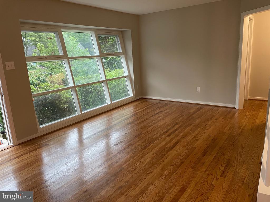 Living room - 7016 COLGATE DR, ALEXANDRIA