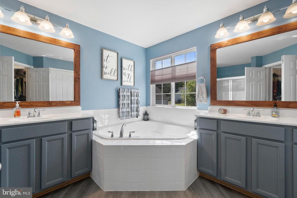Soaking tub and dual vanities in the Primary Bath - 97 SANCTUARY LN, STAFFORD