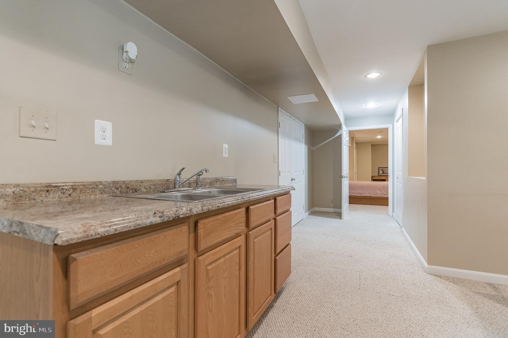 Wet bar on lower level - 14 JUSTIN CT, STAFFORD