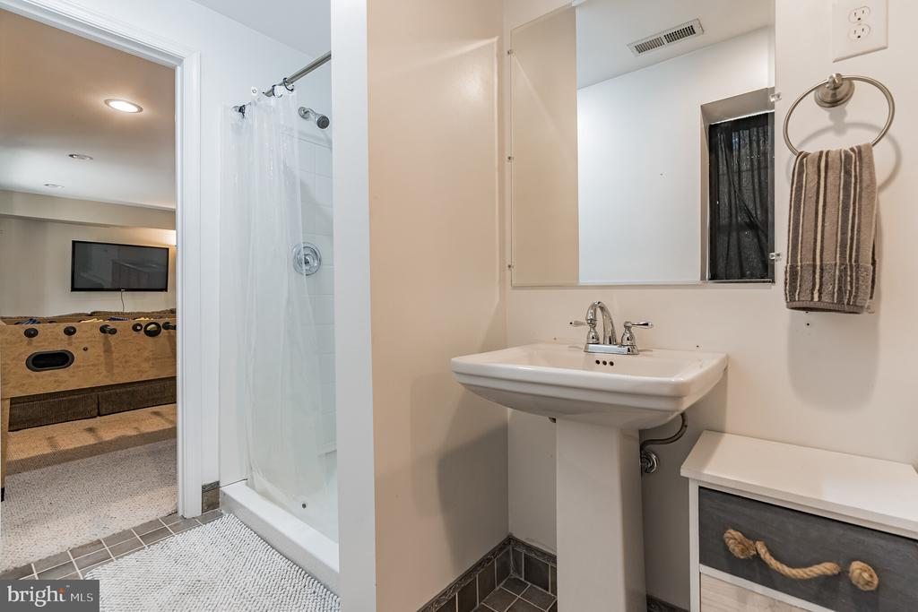 Lower level full bath - 14 JUSTIN CT, STAFFORD