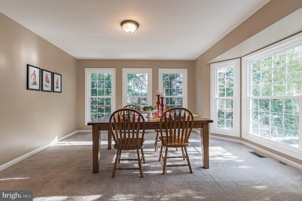 Tons of natural light in dining room - 14 JUSTIN CT, STAFFORD