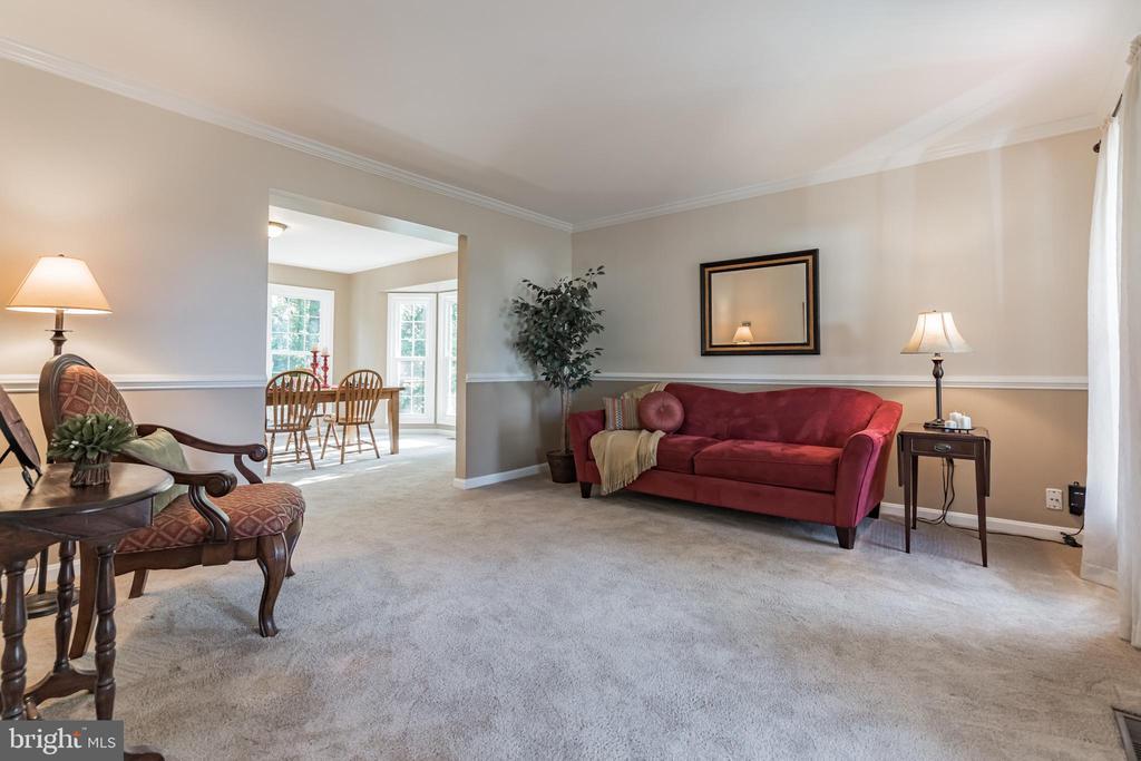 Spacious living room - 14 JUSTIN CT, STAFFORD