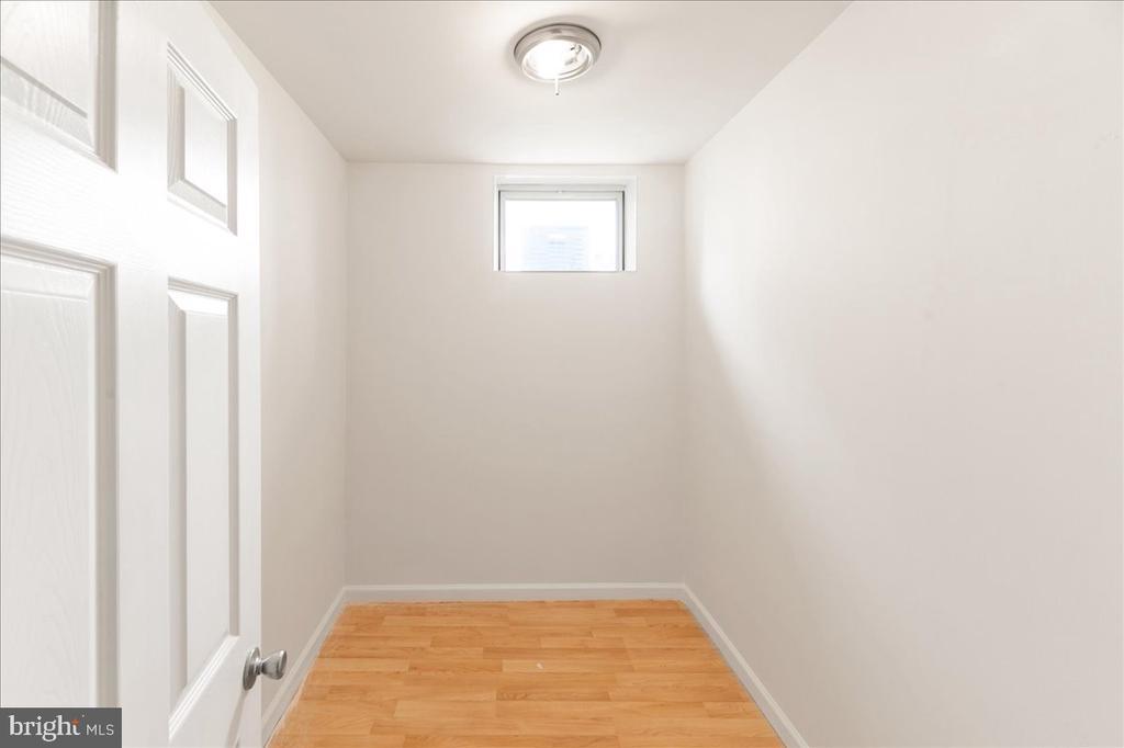storage/closet room in basement - 17510 LETHRIDGE CIR, ROUND HILL