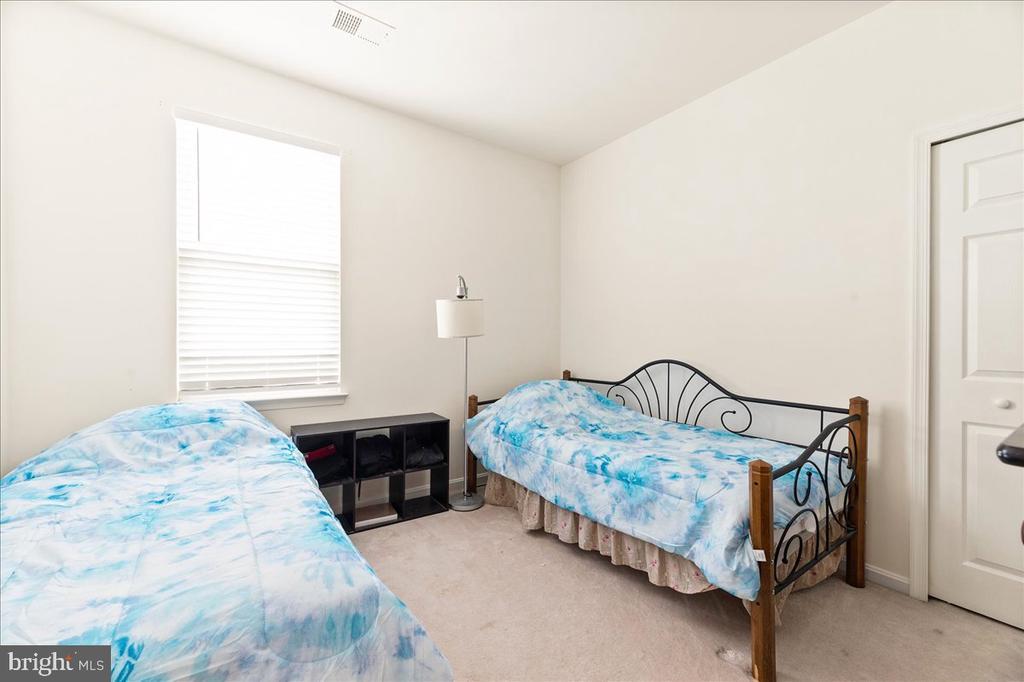 2nd bedroom - 17510 LETHRIDGE CIR, ROUND HILL