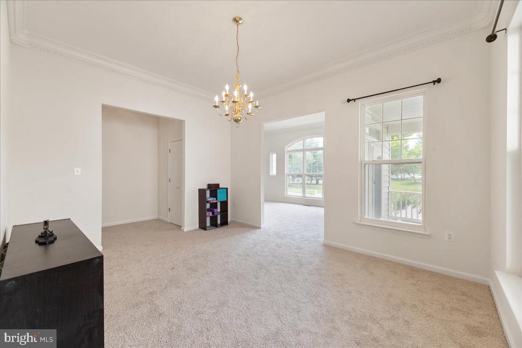 living room - 17510 LETHRIDGE CIR, ROUND HILL