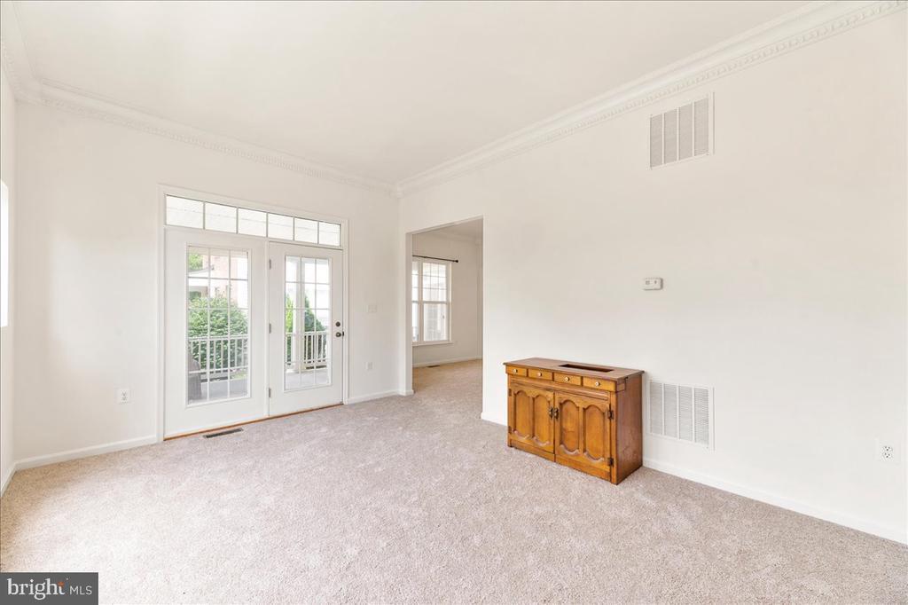 Sitting room - 17510 LETHRIDGE CIR, ROUND HILL