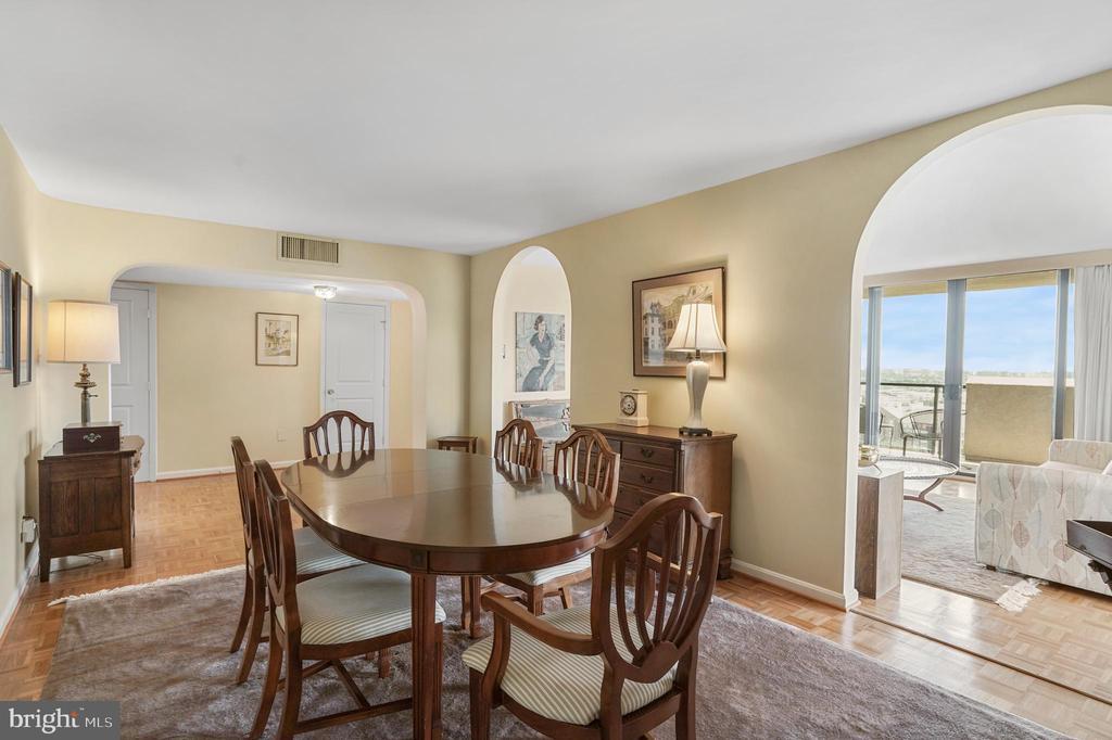 Dining room opens onto living room - 1101 S ARLINGTON RIDGE RD #602, ARLINGTON