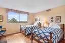 Bedroom 2 with en-suite bathroom - 1101 S ARLINGTON RIDGE RD #602, ARLINGTON