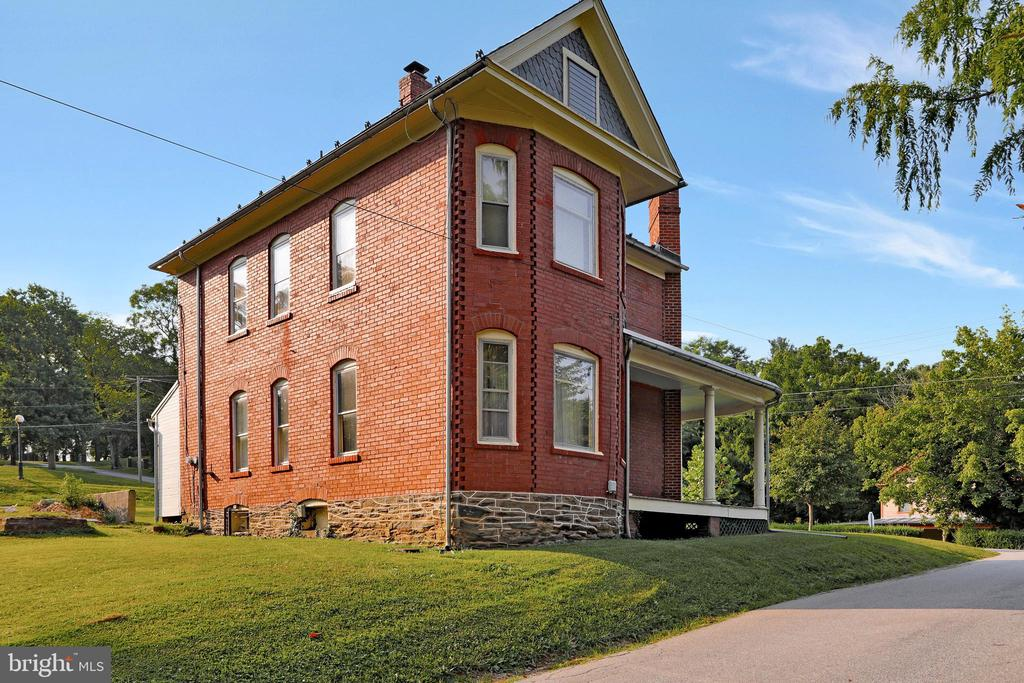 Exterior west side/rear - 898 FILLMORE ST, HARPERS FERRY