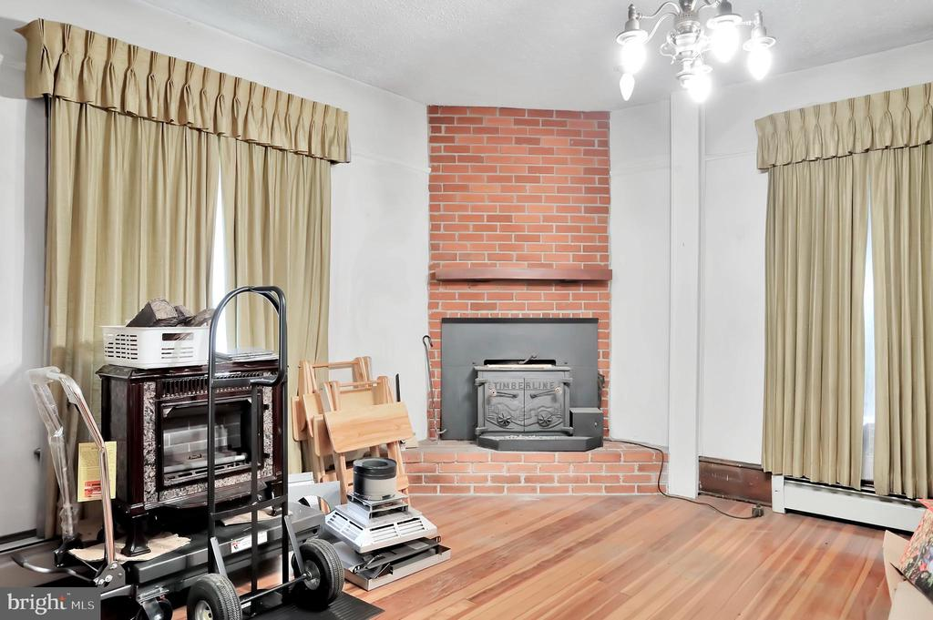 Living room with wood stove - 898 FILLMORE ST, HARPERS FERRY