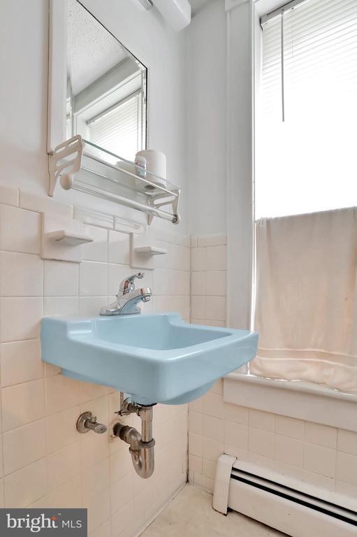 Half bath on main level - 898 FILLMORE ST, HARPERS FERRY