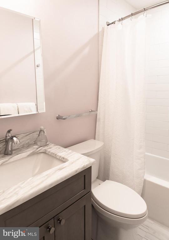 Completely renovated full bath - 1220 S BUCHANAN ST, ARLINGTON