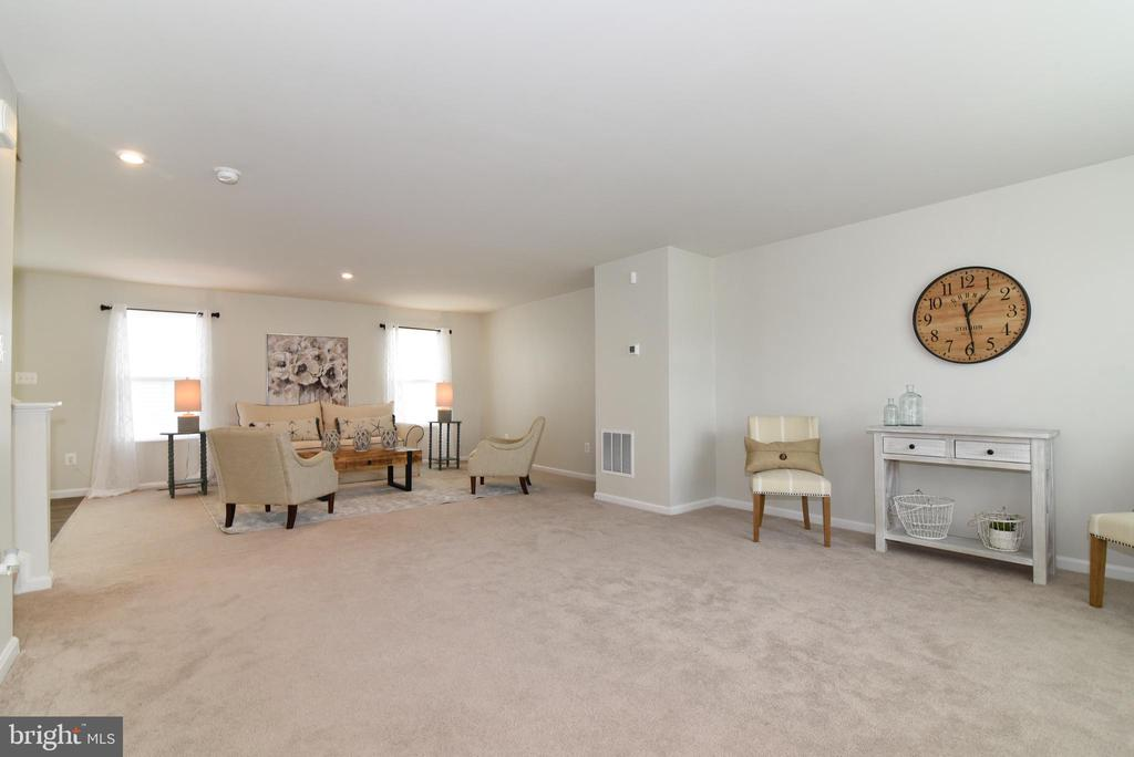 Living & Family Room - 348 TICKSEED CT, BUNKER HILL