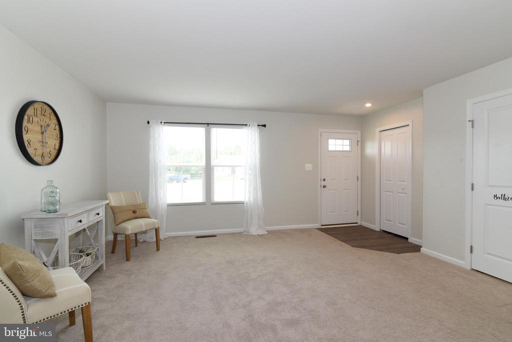 Living Room - 348 TICKSEED CT, BUNKER HILL
