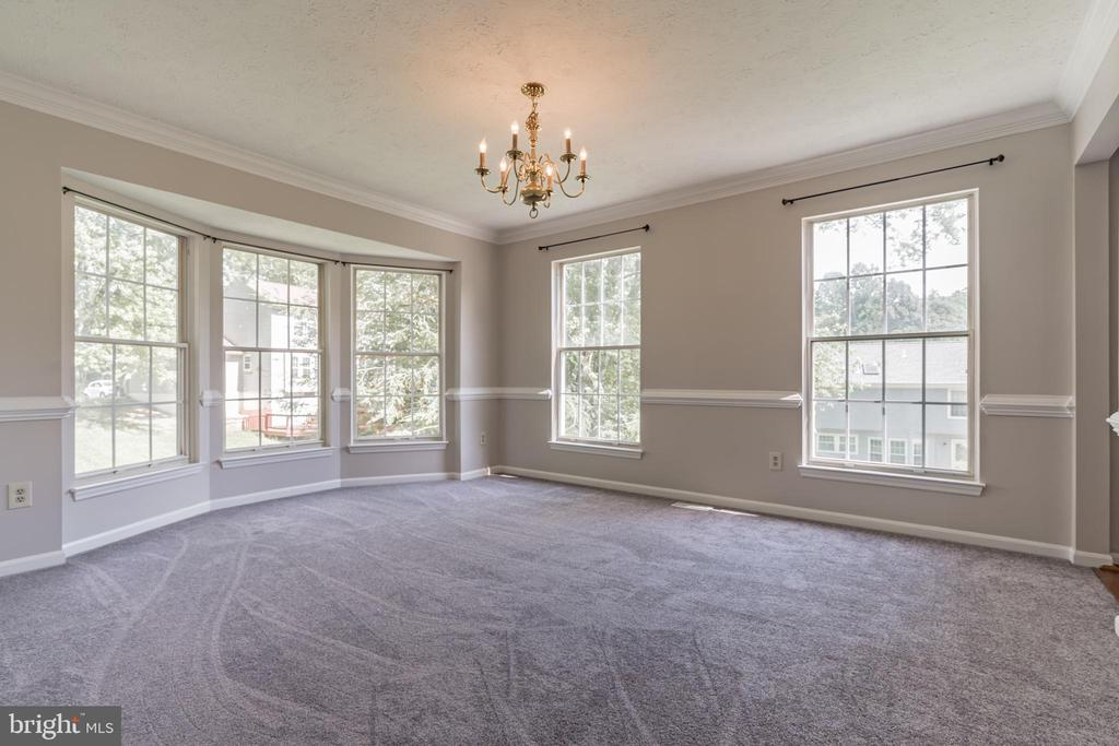 Dining room ready to accommodate your large table - 6 LEE CT, STAFFORD