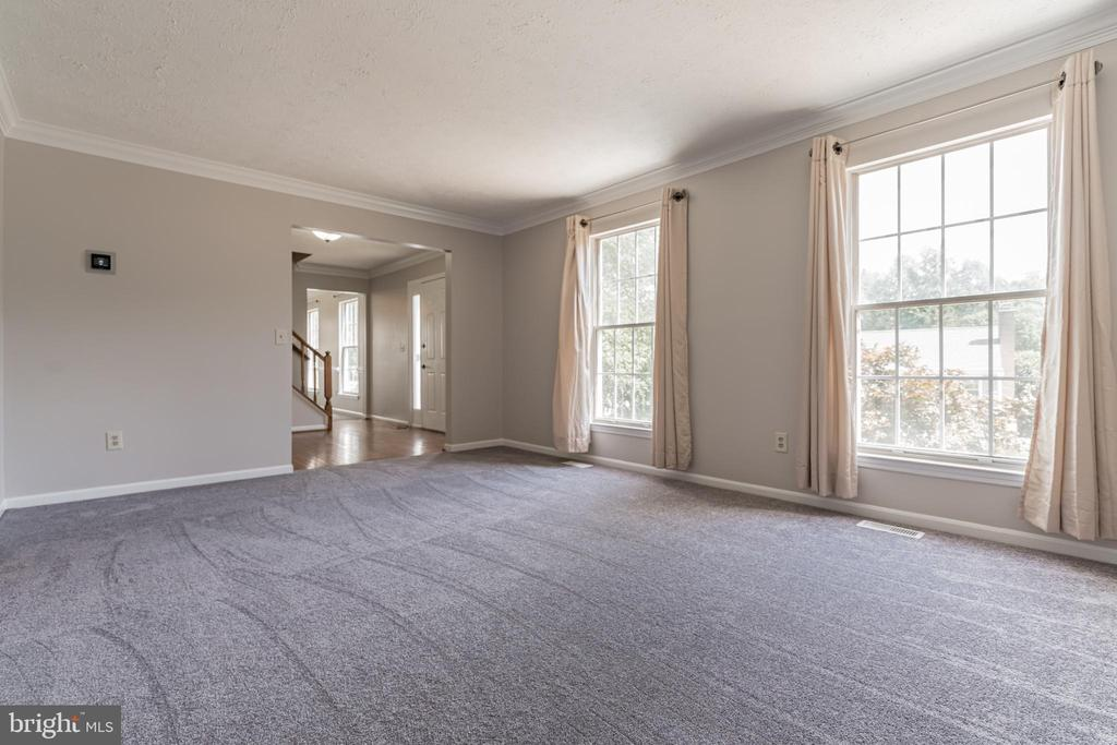 Living room - 6 LEE CT, STAFFORD