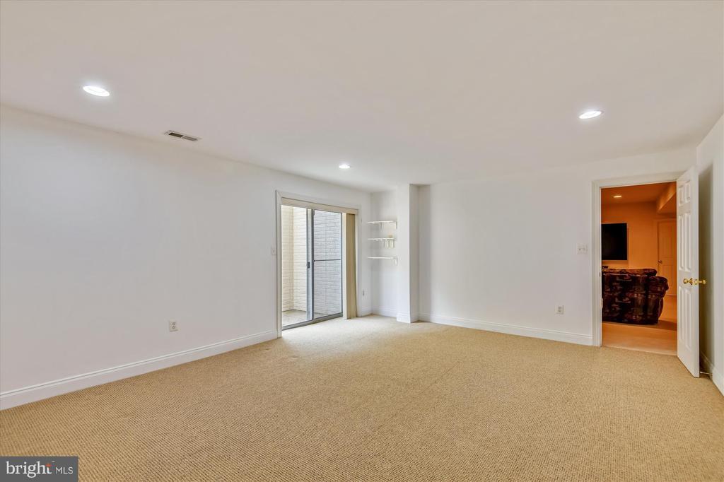 Large Lower Level Fifth Bedroom - 8043 WINSTEAD MANOR LN, LORTON