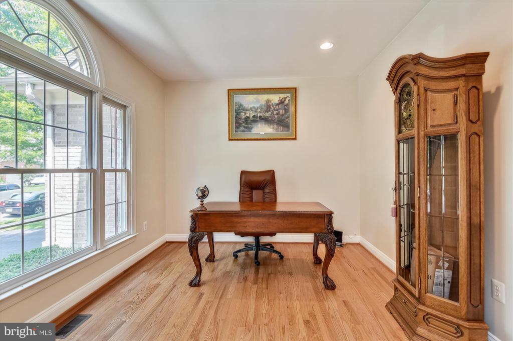 Office/Library on Main Level - 8043 WINSTEAD MANOR LN, LORTON
