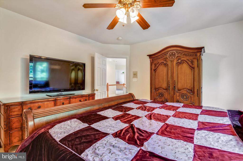 Large Upper Level Second Bedroom - 8043 WINSTEAD MANOR LN, LORTON