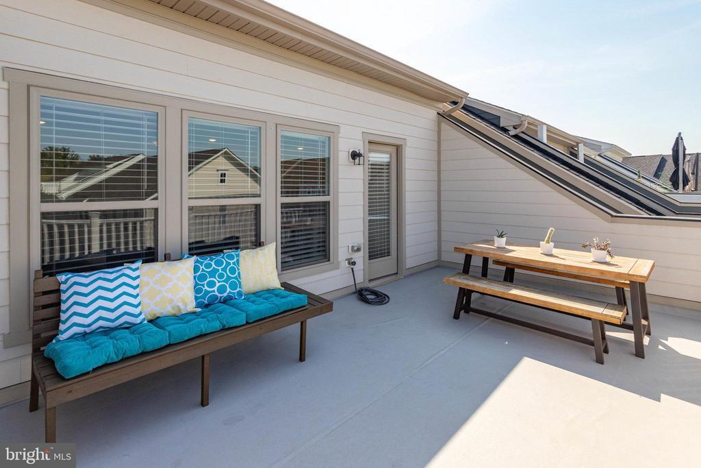 Top Level Terrace - 2060 ALDER LN, DUMFRIES