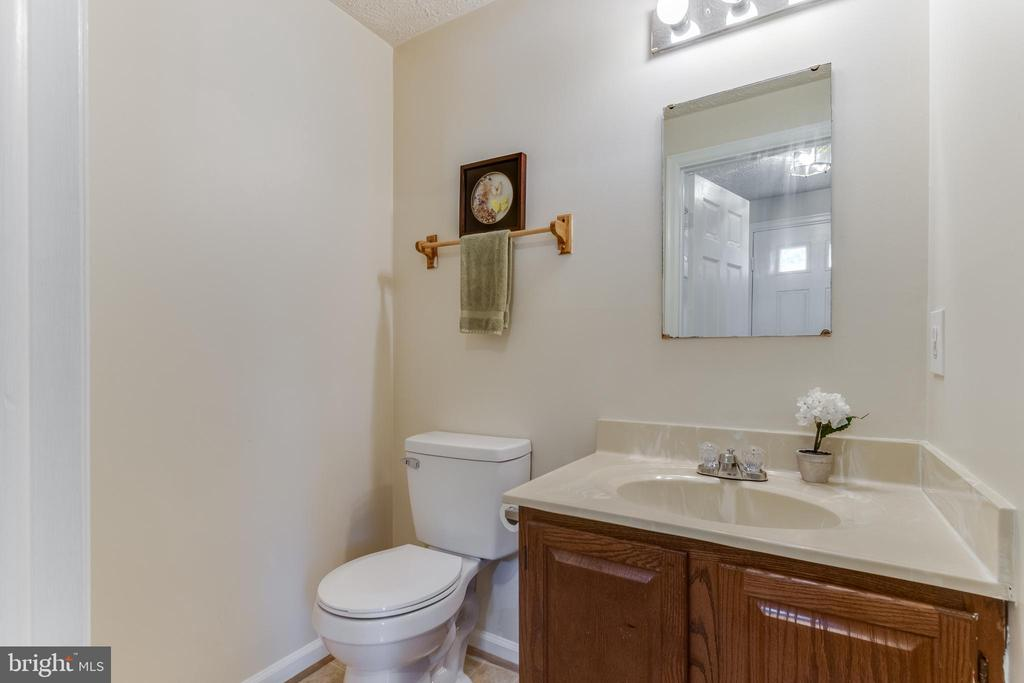 1st Floor power room w/ new toilet - 3594 WHARF LN, TRIANGLE