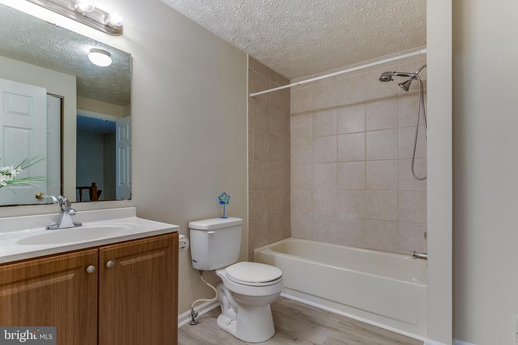 New flooring (2021), updated vanity & tile - 3594 WHARF LN, TRIANGLE