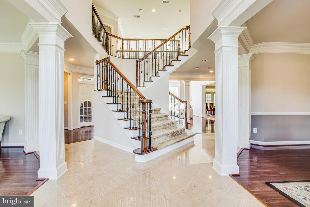 Grand foyer takes your breath away! - 57 SNAPDRAGON DR, STAFFORD