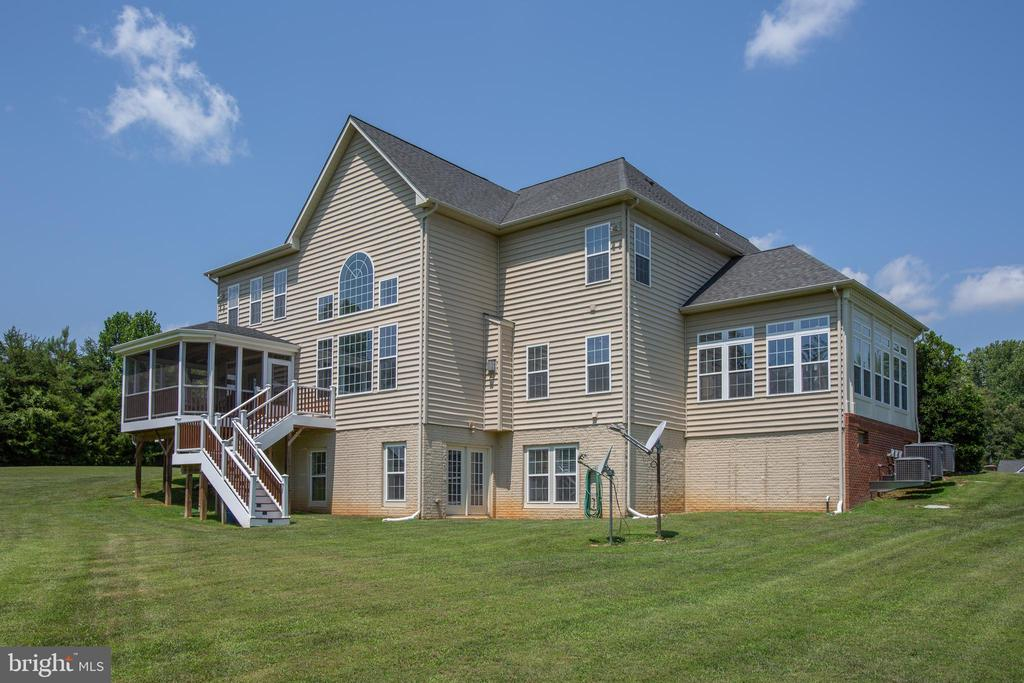 Walk out basement for lots of natural light - 57 SNAPDRAGON DR, STAFFORD
