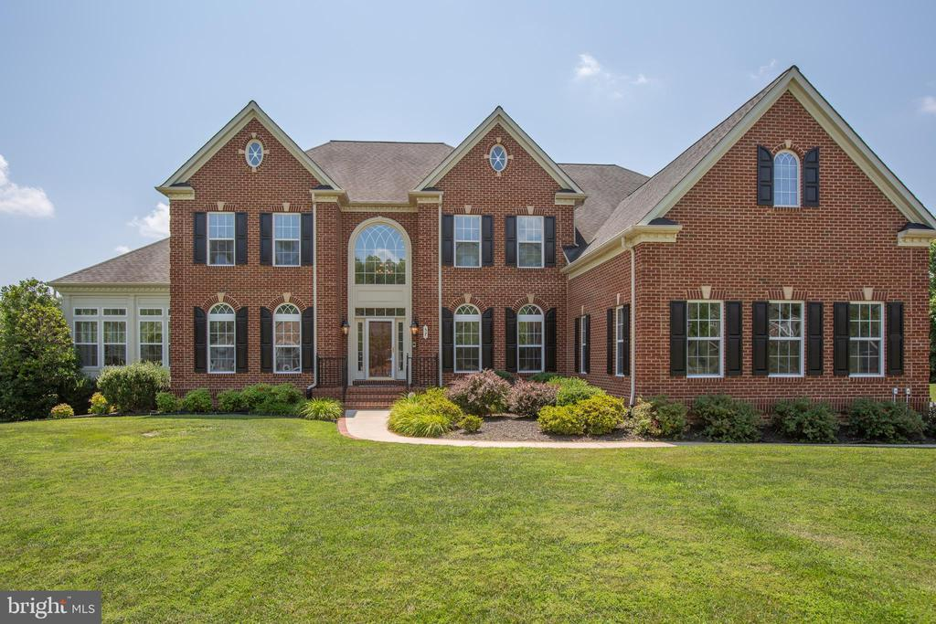 Gorgeous setting for this brick front beauty! - 57 SNAPDRAGON DR, STAFFORD