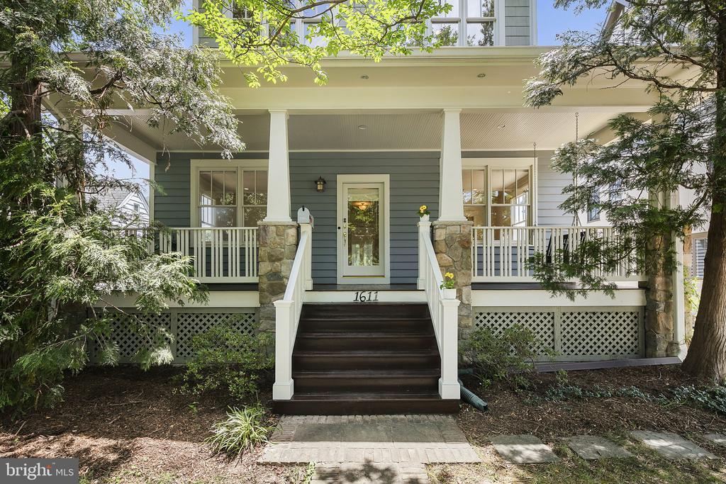 Welcome to this charming home & neighborhood - 1611 N BRYAN ST, ARLINGTON