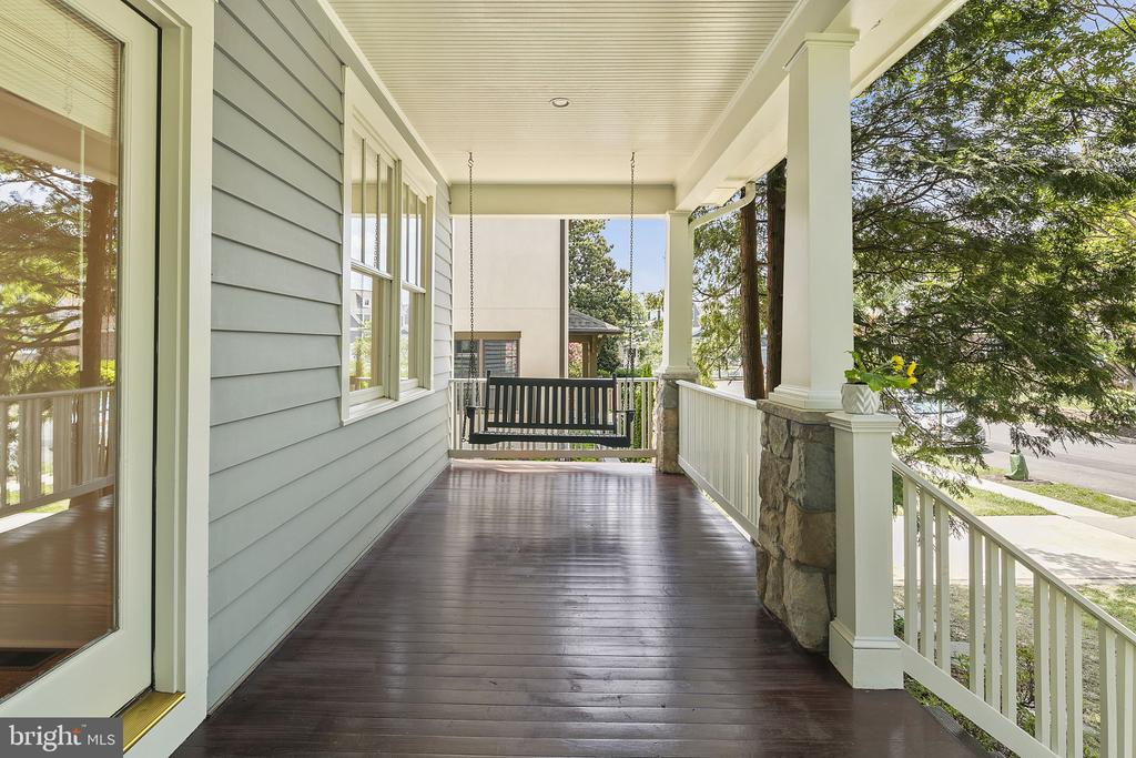 Your own front porch with a swing! - 1611 N BRYAN ST, ARLINGTON