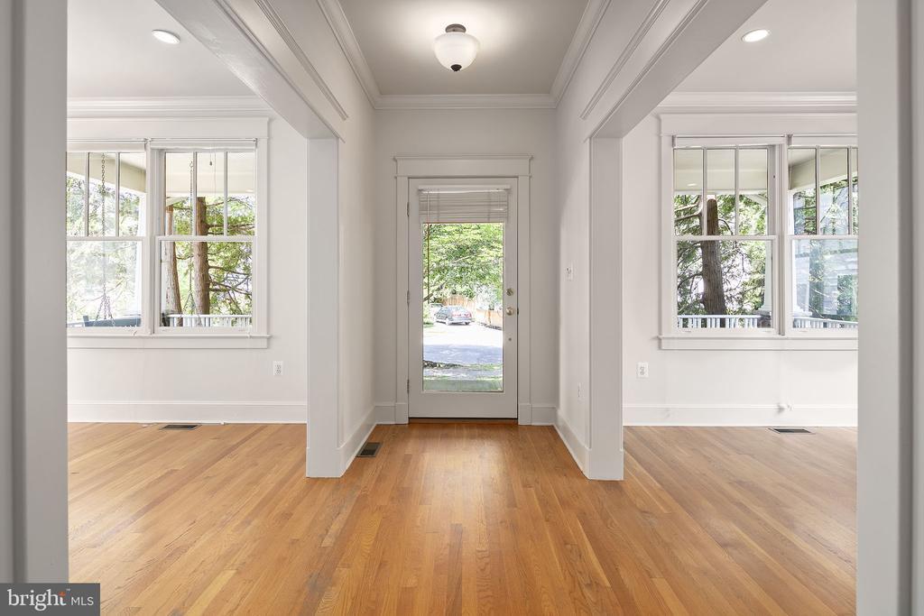 Hardwood floors and lots of natural light! - 1611 N BRYAN ST, ARLINGTON