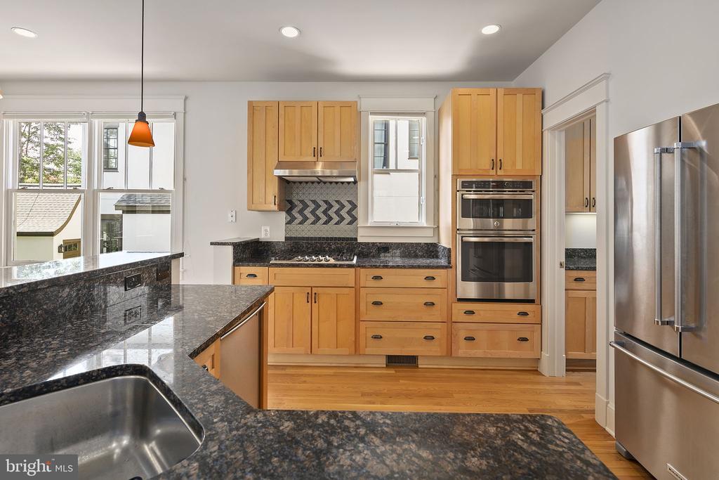 Open kitchen - 1611 N BRYAN ST, ARLINGTON