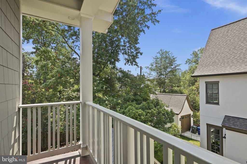 Porch off of second bedroom - 1611 N BRYAN ST, ARLINGTON