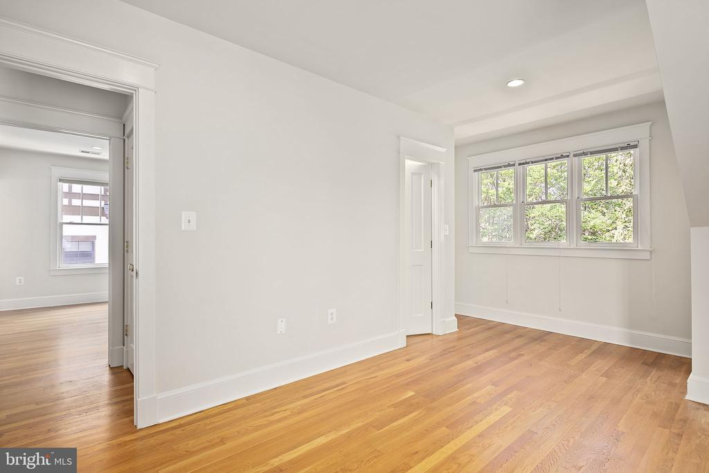 Fourth bedroom - 1611 N BRYAN ST, ARLINGTON