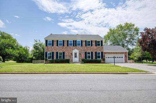 210 LOMBARDY CT